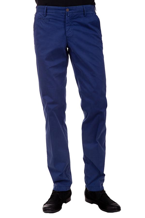 Брюки DigelБрюки<br>Модные брюки для мужчин. Это брюки средней посадки темно-синего цвета от бренда Digel. Они слегка зауженные и сшиты по прямому покрою со стрелками. Брюки дополнены парой задних, одним большим и одним маленьким боковыми передними карманами. В состав материала, из которого сшиты данные брюки, входит 98% хлопка и 2% эластана.<br><br>Размер RU: 48L<br>Пол: Мужской<br>Возраст: Взрослый<br>Материал: хлопок 98%, эластан 2%<br>Цвет: Синий