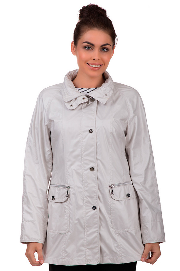 Куртка BaslerКуртки<br>Демисезонная куртка Basler светло- серого цвета. Материал – полиэстер и полиамид. Дополнена удобными карманами по бокам, двойной застежкой по всей куртке и дополнительной застежке на вороте. В наличии съемный капюшон, что делает это изделие незаменимым вовремя дождливой погоды. У этого изделия подходящая длина для межсезонья.<br><br>Размер RU: 42<br>Пол: Женский<br>Возраст: Взрослый<br>Материал: полиамид 16%, полиэстер 84%<br>Цвет: Серый