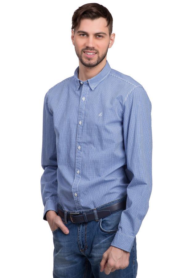 Рубашка с длинным рукавом s.OliverДлинный рукав<br>Рубашка на пуговицах для мужчин от бренда s.Oliver. Это рубашка в мелкую бело-голубую клетку, прошитая белой нитью. Она сшита по простому покрою с отложным воротником и длинными рукавами, а на груди дополнена небольшой эмблемой бренда, вышитой гладью так же белой нитью. Материал - 100% хлопок.<br><br>Размер RU: 46-48<br>Пол: Мужской<br>Возраст: Взрослый<br>Материал: хлопок 100%<br>Цвет: Синий
