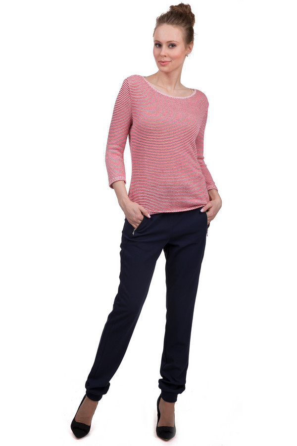 Брюки s.OliverБрюки<br>Стильные женские брюки от бренда s.Oliver. Это брюки темно-синего цвета, дополненные двумя боковыми карманами на застежке-молнии, парой задних карманов, резинкой с завязками на поясе, а также резинками в нижней части штанины. Материал - 5% эластана, 63% полиэстера и 32% вискозы.<br><br>Размер RU: 42(L32)<br>Пол: Женский<br>Возраст: Взрослый<br>Материал: эластан 5%, полиэстер 63%, вискоза 32%<br>Цвет: Синий