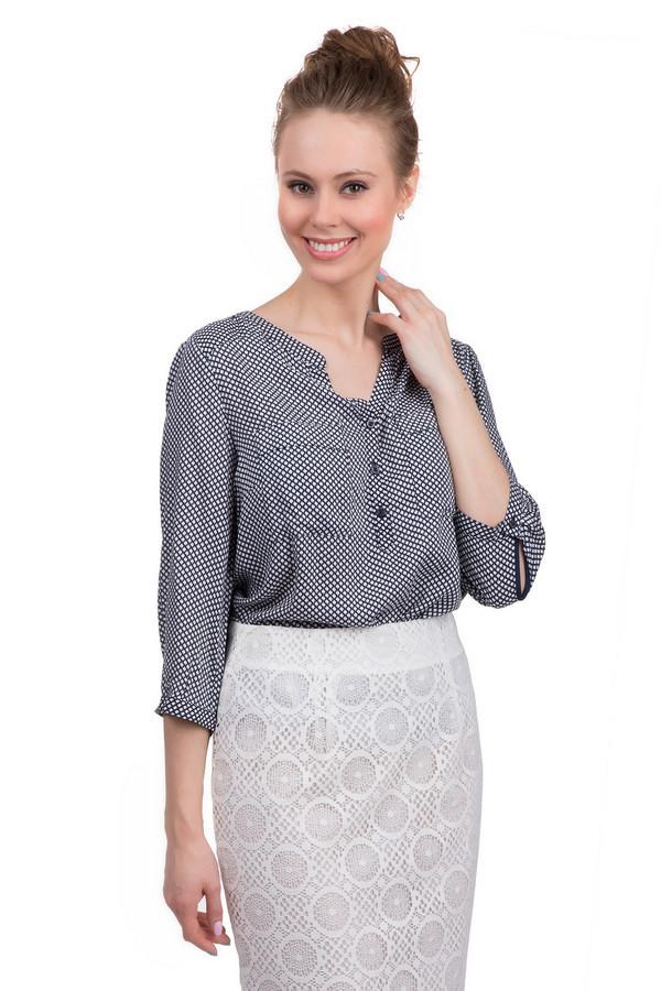 Блузa s.OliverБлузы<br>Модная блуза от бренда s.Oliver. Данная блуза выполнена в темно-синем цвете и дополнена белым горошком. Изделие сшито из 100% вискозы. У данной блузы рукав длиной три четверти, круглый вырез на пуговицах, а также два нагрудных кармана. Гармонично будет смотреться как с  юбками , так и с  джинсами .<br><br>Размер RU: 42<br>Пол: Женский<br>Возраст: Взрослый<br>Материал: вискоза 100%<br>Цвет: Белый