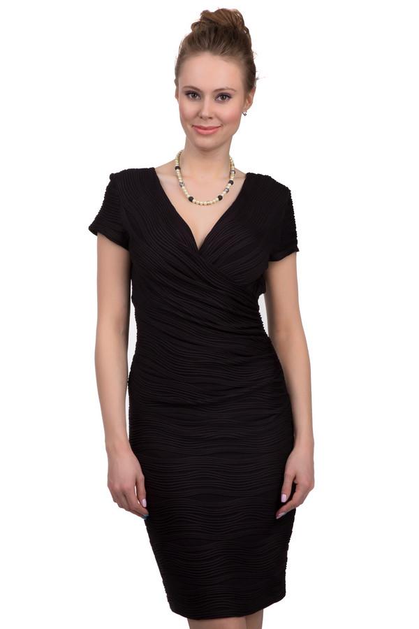Вечернее платье Joseph RibkoffВечерние платья<br>Элегантное вечернее платье от бренда Josepf Ribkoff производства Канады из ткани с волнообразной драпировкой. Это модель прямого покроя. Материал, из которого она пошита, состоит из полиамида с добавлением спандекса. Она представлена в черном цвете. Данное изделие дополнено коротким рукавом и V-образным вырезом. Вечернее платье спереди также украшено эффектной драпировкой.<br><br>Размер RU: 44<br>Пол: Женский<br>Возраст: Взрослый<br>Материал: полиамид 92%, спандекс 8%<br>Цвет: Чёрный