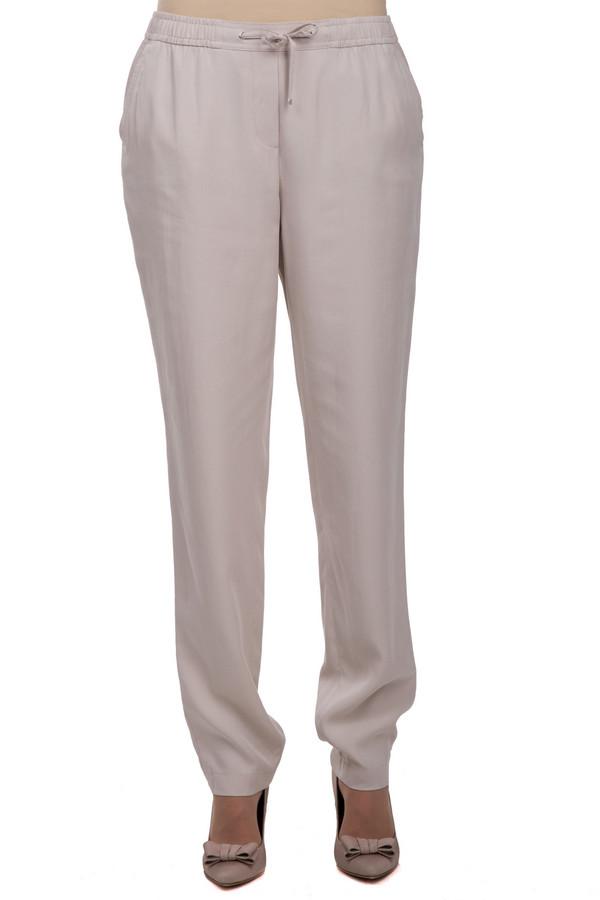 Брюки Gerry WeberБрюки<br>Стильные женские брюки из легкой ткани. Данные брюки от бренда Gerry Weber, сшитые по свободному прямому крою и дополнены резинкой с завязками на поясе. Изделие выполнено из смеси модала и лиоцела и дополнено двумя боковыми карманами.<br><br>Размер RU: 54<br>Пол: Женский<br>Возраст: Взрослый<br>Материал: модал 60%, лиоцел 40%<br>Цвет: Бежевый