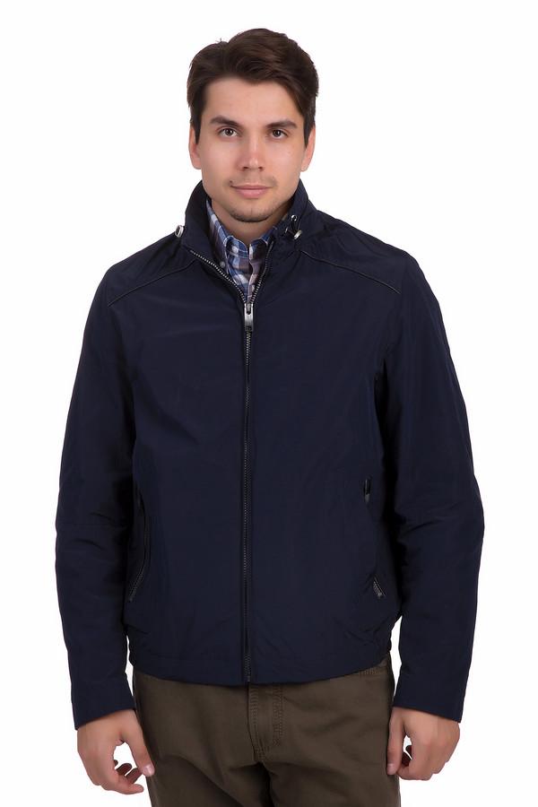 Куртка BugattiКуртки<br>Темно-синяя мужская куртка Bugatti – легкое и стильное изделие на каждый день. Такая куртка надежно защищает от ветра и не стесняет движений. Классическая застёжка-молния по центру удобна и непритязательна. Изделие дополнено двумя карманами на замках. Воротник может утягиваться и послабляться благодаря специальным шнурочкам.<br><br>Размер RU: 54К<br>Пол: Мужской<br>Возраст: Взрослый<br>Материал: полиэстер 70%, полиамид 30%<br>Цвет: Синий