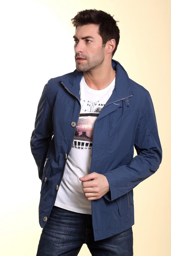 Куртка BugattiКуртки<br>Голубая куртка от бренда Bugatti cсостоит из полиамида и хлопка. Изделие примечательно возможностью менять фасон воротника – может застегиваться «под горло» или носиться как изделие с воротником «кадетом». За особую надежность и комфорт отвечает двойная застёжка – молния и пуговицы. Модель дополнена двумя карманами на пуговицах. Для тех, кто любит не только практичность и комфорт, но и красоту с изяществом.<br><br>Размер RU: 58K<br>Пол: Мужской<br>Возраст: Взрослый<br>Материал: полиамид 52%, хлопок 48%<br>Цвет: Синий