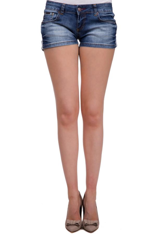 Шорты LocustШорты<br>Джинсовые женские шорты от фирмы Locust. Это короткие шорты с заниженной талией, дополненные двумя передними боковыми карманами, пятым карманом, а также парой задних накладных карманов, украшенных биркой Locust коричневого цвета. Шорты выполнены в голубом цвете с эффектом потертости, и дополнены кружевной вставкой на поясе сзади. Материал — хлопок с небольшим процентом лайкры.<br><br>Размер RU: 46<br>Пол: Женский<br>Возраст: Взрослый<br>Материал: хлопок 98%, лайкра 2%<br>Цвет: Белый