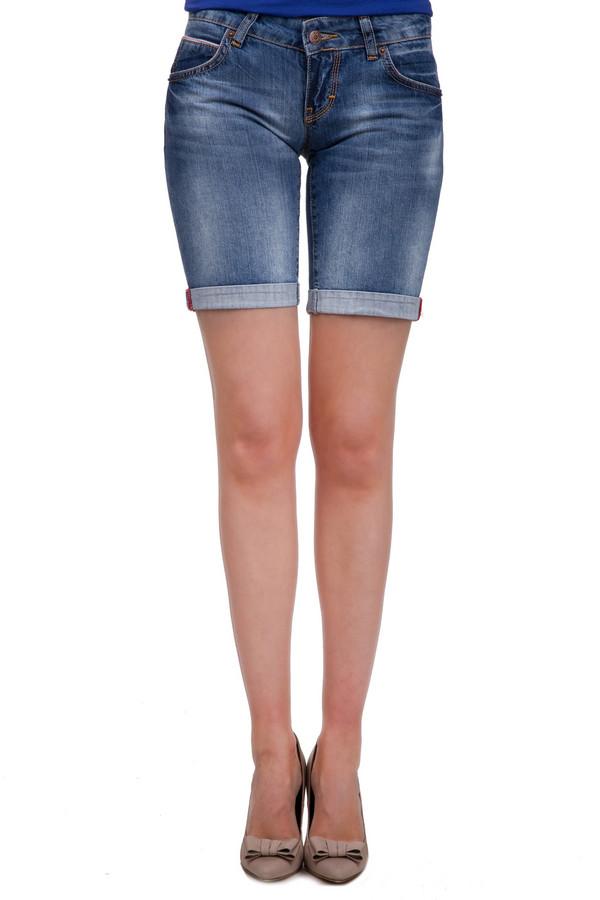 Шорты Sai-KuШорты<br>Женские джинсовые шорты с подворотами, длиной до середины бедра. Это шорты от бренда Sai-Ku, выполненные в синем цвете, с эффектом потертости. Шорты пошиты из абсолютного хлопка, и плотно сидят по фигуре. Они дополнены двумя боковыми карманами, пятым карманом, а также двумя задними накладными карманами.<br><br>Размер RU: 46<br>Пол: Женский<br>Возраст: Взрослый<br>Материал: хлопок 100%<br>Цвет: Синий
