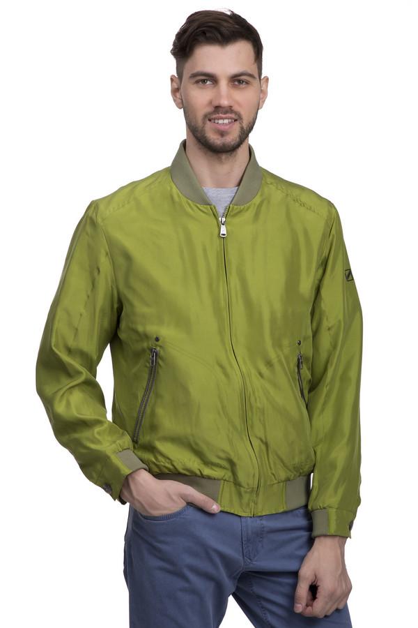 Куртка Daniel HechterКуртки<br>Ярко-салатовая демисезонная куртка от бренда Daniel Hechter станет отличным решением. Выполнена на 100% из натурального шелка, что обеспечивает приятные тактильные ощущения при ее ношении. Застёгивается на скрытую молнию и имеет два кармана, также на молнии. Изделие дополнено интересным декоративным воротником в полосочку и аналогичными вставками на рукавах с фирменными пуговицами Daniel Hechter из пластмассы.<br><br>Размер RU: 48<br>Пол: Мужской<br>Возраст: Взрослый<br>Материал: шелк 100%<br>Цвет: Зелёный