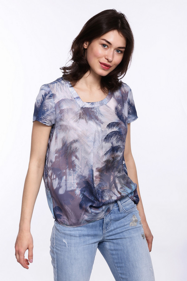 Футболка TaifunФутболки<br>Модная женская футболка от бренда Taifun. Это блуза из легкой ткани. Изделие выполнено в сиреневых и синих оттенках, с тропическим принтом. Покрой данной блузы слегка свободный. Модель дополнена: ассиметричным вырезом, удлиненной спинкой и короткими рукавами длиной до середины плеча. В комплект к футболке можно приобрести  юбку Taifun .<br><br>Размер RU: 44<br>Пол: Женский<br>Возраст: Взрослый<br>Материал: полиэстер 100%<br>Цвет: Разноцветный