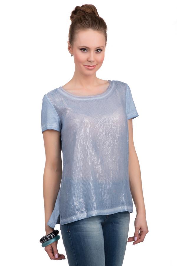 Футболка TaifunФутболки<br>Летняя женская футболка от бренда Taifun, пошитая из хлопка и представленная в голубом цвете. Фронтальная часть данного изделия полупрозрачная, украшенная голубыми блестящими пайетками. Эта модель дополнена короткими рукавами, глубоким U-образным декорированным вырезом, небольшими разрезами внизу по бокам, и пуговицей на спине.<br><br>Размер RU: 42<br>Пол: Женский<br>Возраст: Взрослый<br>Материал: хлопок 100%<br>Цвет: Голубой