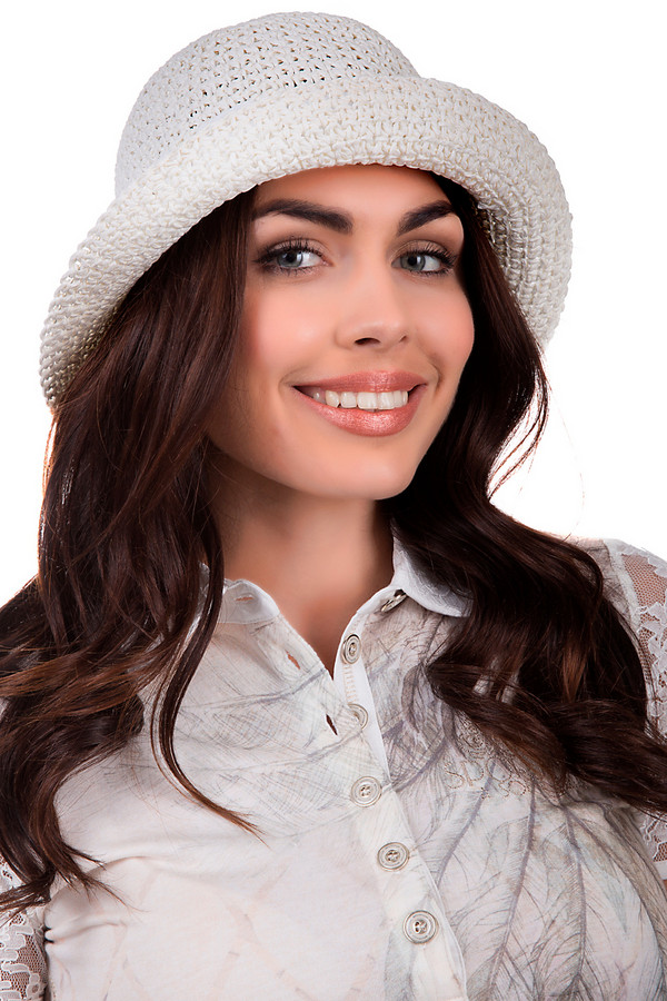 Шляпа SeebergerШляпы<br>Стильная шляпа от бренда Seeberger белого цвета. Сделана полностью из соломы. Эта модель предназначена для теплой летней погоды. Шляпа широкополая. Дополнена тканевой вставкой с металлической деталью. Защитит от влияния солнечных лучей. Шляпа сочетается с разными стилями. Придаст летнему образу оригинальности.<br><br>Размер RU: один размер<br>Пол: Женский<br>Возраст: Взрослый<br>Материал: бумага 100%<br>Цвет: Белый