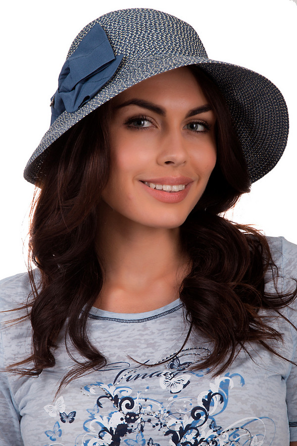 Шляпа SeebergerШляпы<br>Женственная шляпа от бренда Seeberger синего цвета. Изделие сделано из бумаги. Эта модель предназначена для лета. Шляпа широкополая. Дополнена темно-синим бантом сбоку. Защитит от солнечных лучей. Шляпа будет сочетаться с разными стилями. Придаст летнему образу романтичности и непринужденности.<br><br>Размер RU: один размер<br>Пол: Женский<br>Возраст: Взрослый<br>Материал: бумага 100%<br>Цвет: Синий