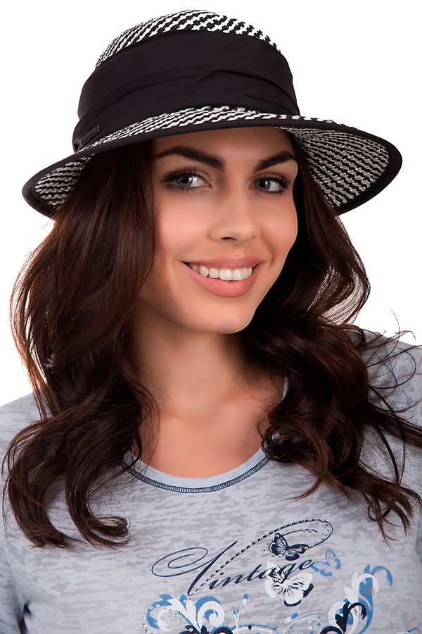 Шляпа SeebergerШляпы<br>Стильная женская шляпа от бренда Seeberger синего цвета. Это изделие было выполнено из бумаги. Данная модель предназначена для лета. Шляпа широкополая. Дополнена тканевой черной вставкой. Защитит от солнечных лучей. Шляпа будет сочетаться с разными цветами и фактурами. Летний образ станет более романтичным и непринужденным.<br><br>Размер RU: один размер<br>Пол: Женский<br>Возраст: Взрослый<br>Материал: бумага 100%<br>Цвет: Белый