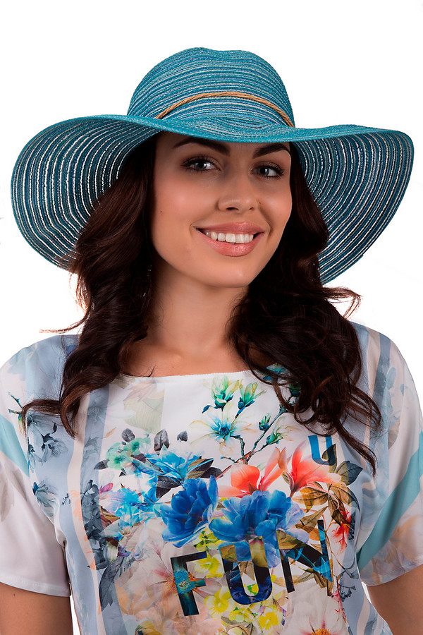 Шляпа WegenerШляпы<br>Элегантная шляпа от бренда Wegener светлого синего цвета. Данное изделие выполнено из полиэстера. Модель предназначена для летнего сезона. У шляпы широкие поля. Дополнена шнурком, что завязывается сзади на круглой детали. На изделии синий цвет избавлен голубым и белым цветами. Этот головной убор станет надёжной защитой от солнечных лучей.<br><br>Размер RU: 57<br>Пол: Женский<br>Возраст: Взрослый<br>Материал: полиэстер 100%<br>Цвет: Голубой