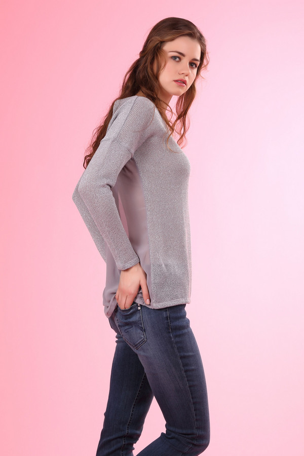 Пуловер TaifunПуловеры<br>Элегантный женский пуловер от торговой марки Taifun, представлен в серебристо-сером цвете. Это удлиненная модель, с ассиметричным низом, дополнена шифоновой вставкой серого цвета на спине, длинным рукавом и U-образным вырезом. Пуловер изготовлен из 100% полиэстера.<br><br>Размер RU: 46<br>Пол: Женский<br>Возраст: Взрослый<br>Материал: полиэстер 100%<br>Цвет: Серый