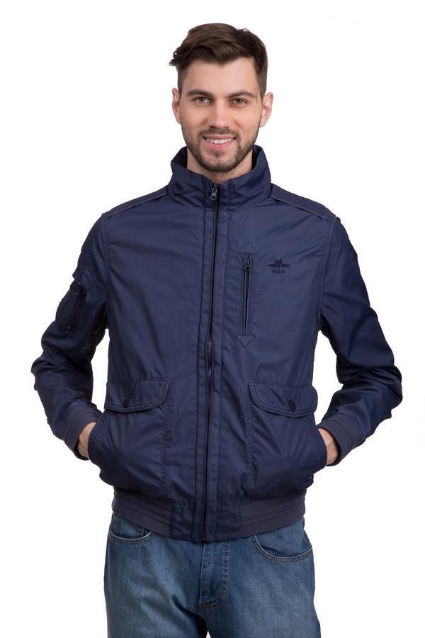 Куртка New Zealand AucklandКуртки<br>Стильная мужская куртка с воротником-стойка от бренда New Zealand Auckland. Это куртка темно-синего цвета, пошитая из 100% нейлона. Изделие застегивается на застежку-молнию, и дополнено резинками на рукавах, снизу, а также двумя боковыми накладными карманами и одним нагрудным вертикальным на застежке-молнии. Рядом с нагрудным карманом есть вышивка эмблемы бренда New Zealand Auckland нитью темно-синего цвета.<br><br>Размер RU: 52-54<br>Пол: Мужской<br>Возраст: Взрослый<br>Материал: нейлон 100%<br>Цвет: Синий
