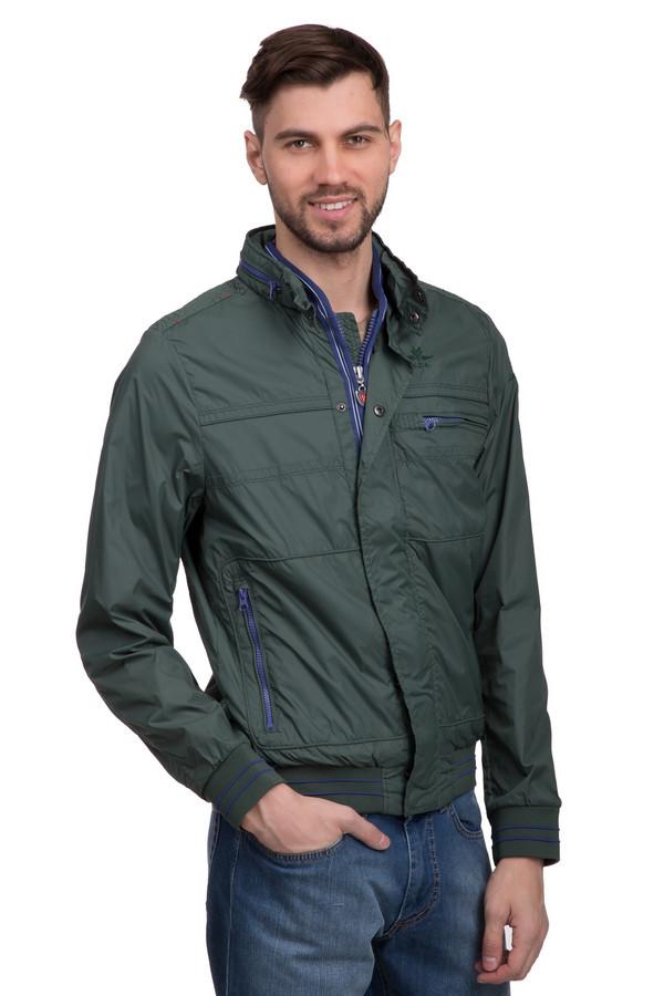 Куртка New Zealand AucklandКуртки<br>Модная мужская куртка от бренда New Zealand Auckland. Эта курка сшита из 100% нейлона, которая застегивается на застежку-молнию и кнопки. Имеет спрятанный капюшон, два боковых кармана на застежке-молнии и один нагрудный. Изделие дополнено резинками на рукавах и снизу. Куртка представлена в темно-зеленом цвете, с элементами синего на молниях и резинках.<br><br>Размер RU: 46-48<br>Пол: Мужской<br>Возраст: Взрослый<br>Материал: нейлон 100%<br>Цвет: Зелёный