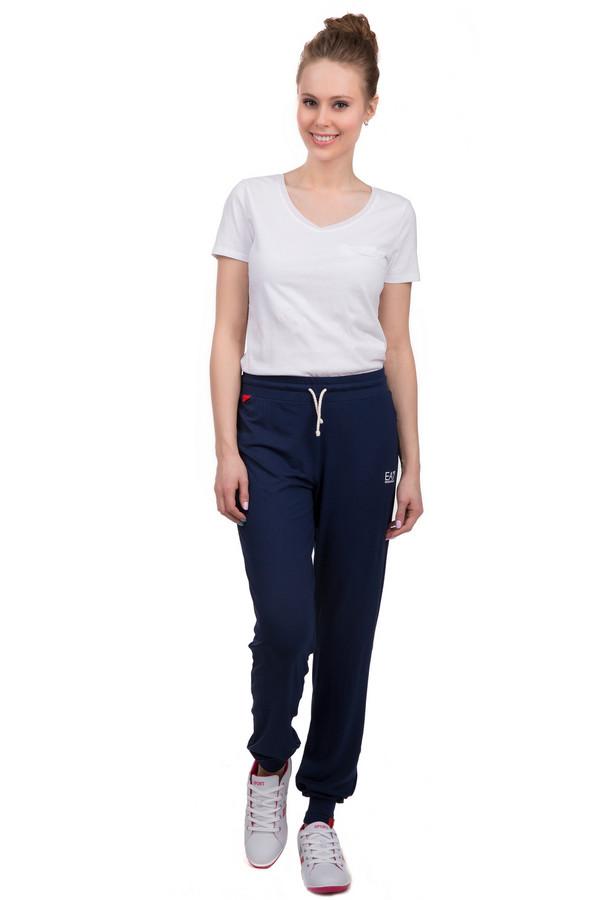 Спортивные брюки EA7Спортивные брюки<br>Спортивные брюки для женщин от бренда EA7, темно-синего цвета. Брюки дополнены резинкой на поясе с белым шнурком, а также резинками снизу. Справа белым цветом напечатана эмблема бренда. Материал - вискоза с добавлением эластана.<br><br>Размер RU: 48-50<br>Пол: Женский<br>Возраст: Взрослый<br>Материал: эластан 5%, вискоза 95%<br>Цвет: Синий