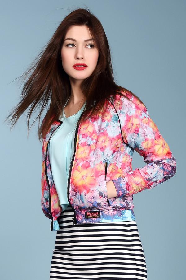 Куртка Boxeur Des RuesКуртки<br>Модная женская стеганная олимпийка от бренда Boxeur Des Rues. У данной куртки круглый вырез, длинный рукав, а дополнена она молнией и боковыми карманами. Куртка сделана из 100% полиэстера и представлена в ярких расцветках с цветочными принтами, в красных, желтых и голубых тонах. В комплект к куртке можно подобрать  спортивные брюки Boxeur Des Rues .<br><br>Размер RU: 40-42<br>Пол: Женский<br>Возраст: Взрослый<br>Материал: полиэстер 100%<br>Цвет: Разноцветный