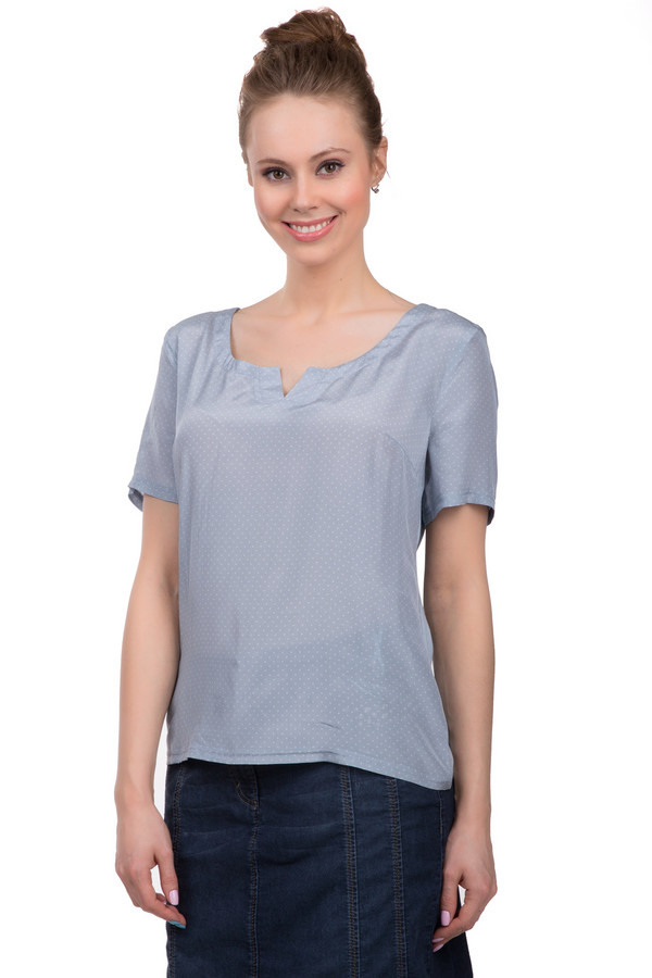 Блузa ApanageБлузы<br>Воздушная блуза от бренда Apanage выполнена из приятного на ощупь шелка приглушенного синего цвета. Изделие дополнено: u-образным вырезом , удлиненной спинкой и короткими рукавами до середины плеча. Блуза декорирована принтом в мелкий горошек белого цвета.<br><br>Размер RU: 48<br>Пол: Женский<br>Возраст: Взрослый<br>Материал: шелк 100%<br>Цвет: Белый