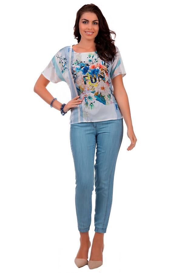 Модные джинсы ApanageМодные джинсы<br>Эффектные женские джинсы, от бренда Apanage, из легкого материала, представленные в светло-голубом цвете. Это слегка укороченная модель, которая плотно сидит по фигуре. Она дополнена сложным комбинированным верхом: кокетка с декоративной строчкой, застежка-молния с пуговицей и пояс на шнурке с V-образной шлевкой сзади. Также, сзади есть два накладных кармана с заклепками, и декоративной отделкой, а спереди два боковых кармана с заклепками. По бокам изделие оформлено вставками с декоративной двойной строчкой, а низ выполнен на резинке. Состав: 100% лиоцелла.<br><br>Размер RU: 44<br>Пол: Женский<br>Возраст: Взрослый<br>Материал: лиоцел 100%<br>Цвет: Голубой