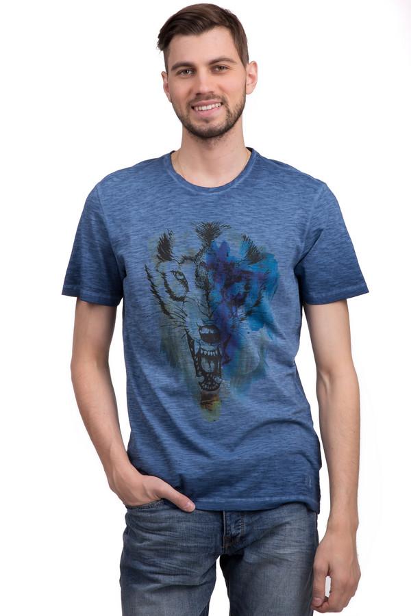 Футболкa s.OliverФутболки<br>Очень модная мужская футболка от немецкого бренда s.Oliver. Эта футболка в стиле casual, темно-синего цвета декорирована оригинальным рисунком с изображением волка черного цвета. Это футболка с классическим круглым воротником и короткими рукавами. Она пошита из натурального хлопка, поэтому очень практична, удобна, приятная к телу.<br><br>Размер RU: 46-48<br>Пол: Мужской<br>Возраст: Взрослый<br>Материал: хлопок 100%<br>Цвет: Разноцветный