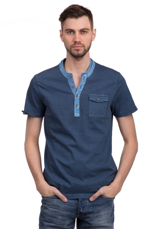 Футболкa Tom TailorФутболки<br>Стильная футболка для мужчин от бренда Tom Tailor. Эта футболка в стиле кэжуал голубого цвета в черную тонкую полоску. Футболка сшита по классическому покрою. Изделие дополнено: круглым вырезом с планкой на пуговицах, одним нагрудным карманом с застежкой-пуговица и короткими рукавами длиной до середины плеча. Материал из которого она пошита, на 100% состоит из хлопка, поэтому она невероятно приятна к телу.<br><br>Размер RU: 46-48<br>Пол: Мужской<br>Возраст: Взрослый<br>Материал: хлопок 100%<br>Цвет: Чёрный