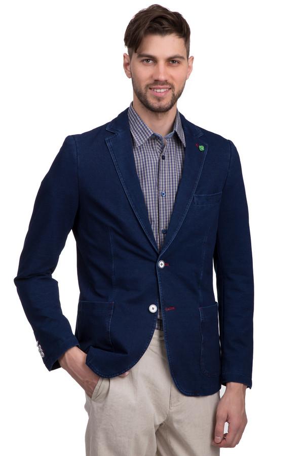 Пиджак CalamarПиджаки<br>Мужской пиджак от бренда Calamar. Данный пиджак представлен с темно-синем цвете с эффектом потертости. Изделие дополнено отложным воротником с лацканами, парой больших боковых карманом и одним нагрудным. Кроме того, изделие декорировано платком-пашот, белыми пуговицами и небольшой розой салатового цвета на воротнике. Материал пиджака - смесь хлопка и полиэстера с добавлением эластана.<br><br>Размер RU: 50L<br>Пол: Мужской<br>Возраст: Взрослый<br>Материал: эластан 5%, полиэстер 22%, хлопок 73%<br>Цвет: Синий