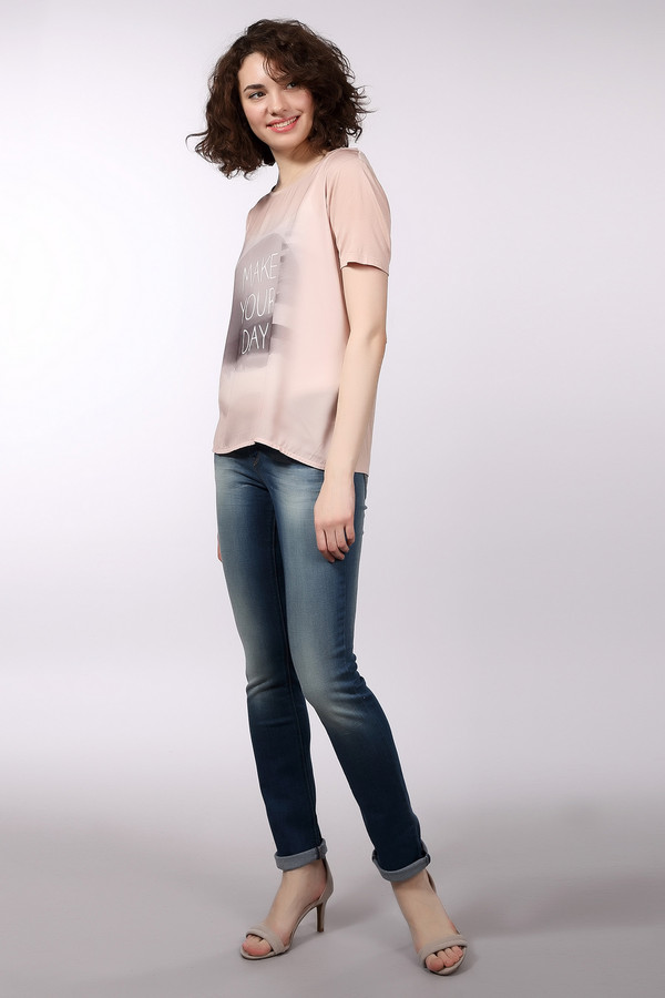 Модные джинсы Tom TailorМодные джинсы<br>Джинсы для женщин, представлены торговой маркой Tom Tailor. Это изделие сшитое из плотного материала, который на 85% состоит из хлопка, на 14% полиэстера, и из 1% эластана. Данная модель прямого покроя, на кокетке с двойным декоративным швом, и комбинированной застежкой. Сзади есть два накладных кармана с декоративной отделкой и фирменными заклепками, а спереди два кармана с заклепками по бокам и пятый карман. Джинсы выполнены в синем цвете с эффектом потертости и оформлены оранжевой строчкой.<br><br>Размер RU: 44-46(L32)<br>Пол: Женский<br>Возраст: Взрослый<br>Материал: эластан 1%, хлопок 85%, полиэстер 14%<br>Цвет: Синий