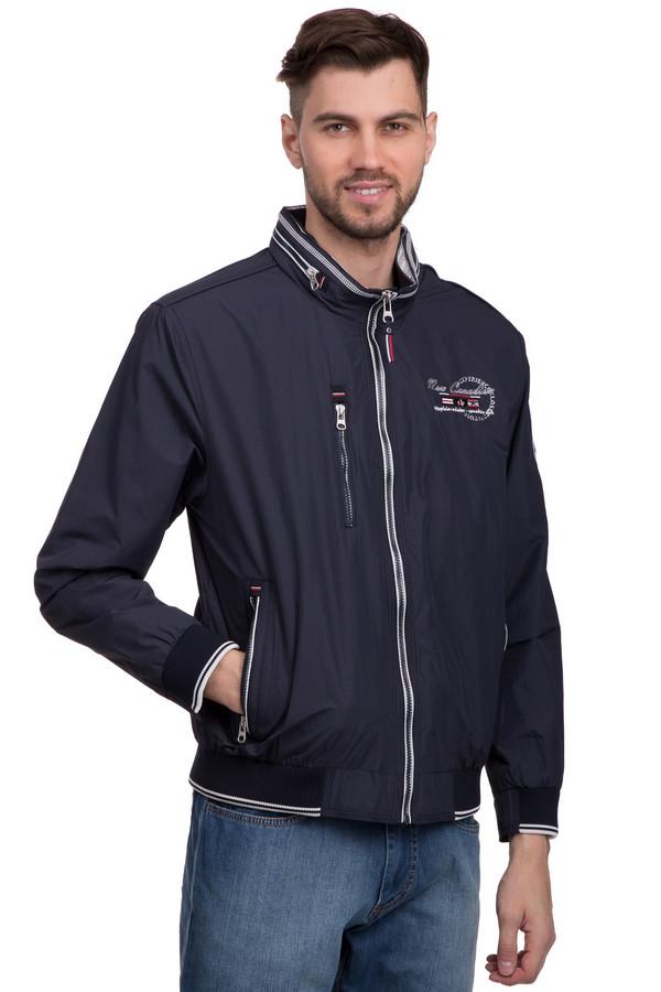 """Куртка CabanoКуртки<br>Мужская куртка от бренда Cabano темно-синего цвета выдержана в «Канадском» стиле, о чем свидетельствует надпись «New Canadian"""" на груди и красно-белые полосы над каждым карманом и такого же цвета декоративная ленточка на замке. Впрочем, символика ненавязчива и скорее имеет характер декоративных деталей. Застёгивается на молнию по центру. Изделие дополнено капюшоном, который можно пристёгивать и отсоединять по желанию. Отлично подойдет для ношения в прохладный демисезон. Наличествуют три кармана на молнии – два основных и один нагрудный.<br><br>Размер RU: 54<br>Пол: Мужской<br>Возраст: Взрослый<br>Материал: полиэстер 100%<br>Цвет: Синий"""