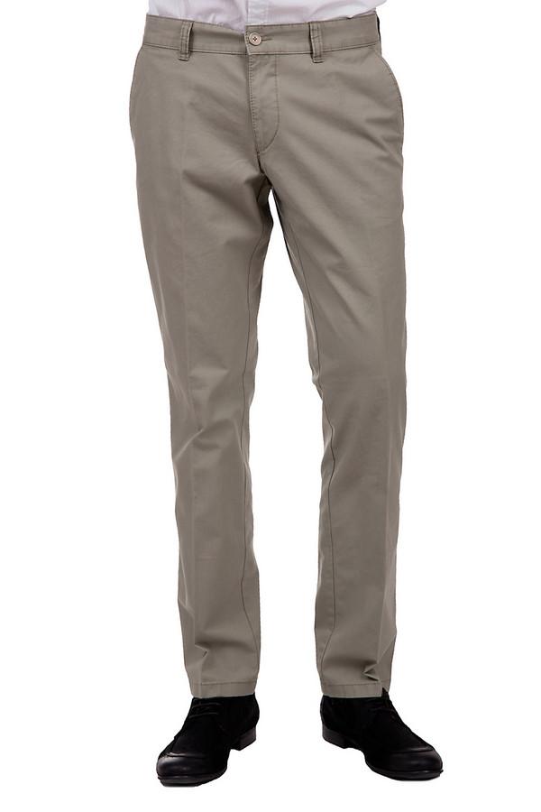 Брюки HattricБрюки<br>Стильные мужские брюки средней посадки от бренда Hattric. Это классические брюки, выполненные из 100% хлопка. Данная модель представлена в светло-сером оттенке и дополнена двумя боковыми и парой задних карманов.<br><br>Размер RU: 54<br>Пол: Мужской<br>Возраст: Взрослый<br>Материал: хлопок 100%<br>Цвет: Серый