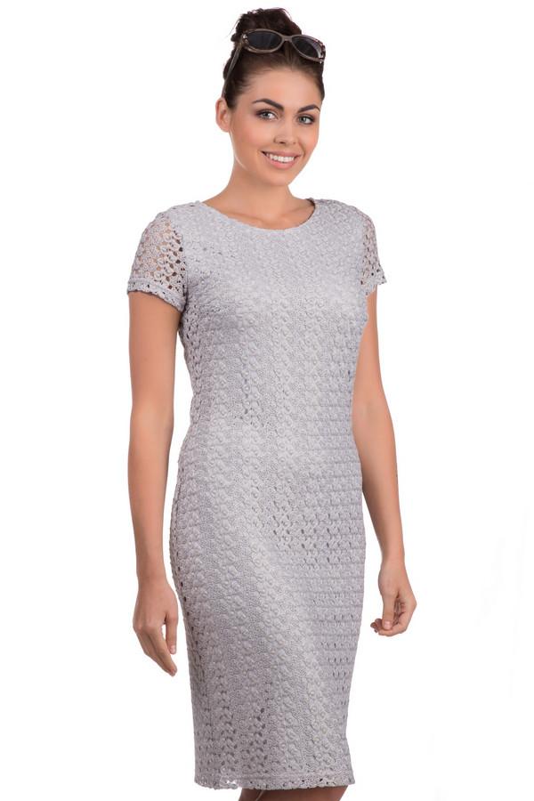 Платье Betty BarclayПлатья<br>Ажурное летнее платье марки Betty Barclay на подкладке, которое представлено в сером цвете. Это модель прямого покроя с вытачками на груди и застежкой-молнией сзади, дополненная коротким рукавом и округлым вырезом. Изделие выполнено из полиэстера.<br><br>Размер RU: 50<br>Пол: Женский<br>Возраст: Взрослый<br>Материал: полиэстер 100%<br>Цвет: Серый