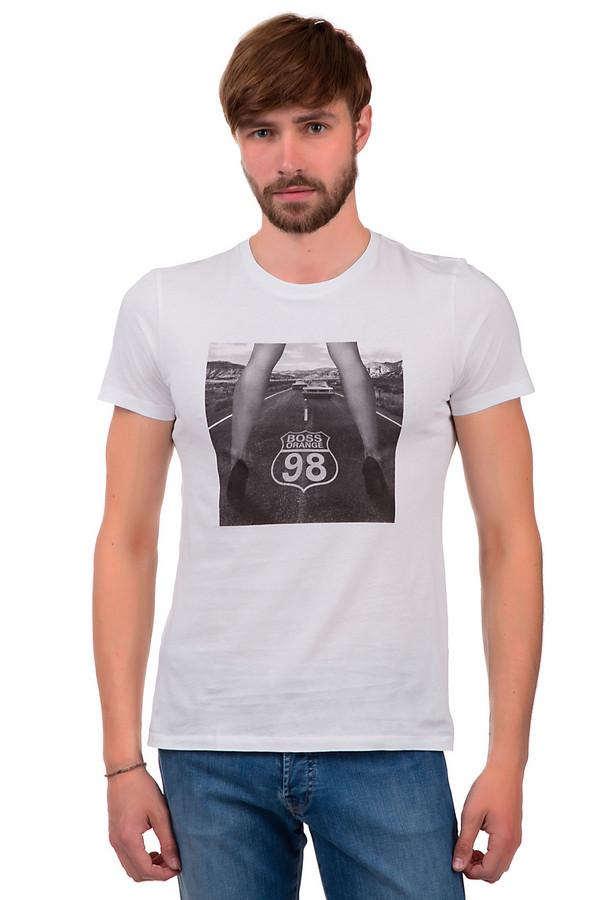 Футболкa Boss OrangeФутболки<br>Мужская футболка от бренда Boss Orange. Данная футболка представлена в белом цвете и дополнена принтом черно-белой фотографии. Она сшита по приталенному крою с круглым вырезом и рукавом длиной до середины плеча. Материал, из которого выполнена эта футболка, на 100% состоит из хлопка.<br><br>Размер RU: 52-54<br>Пол: Мужской<br>Возраст: Взрослый<br>Материал: хлопок 100%<br>Цвет: Разноцветный