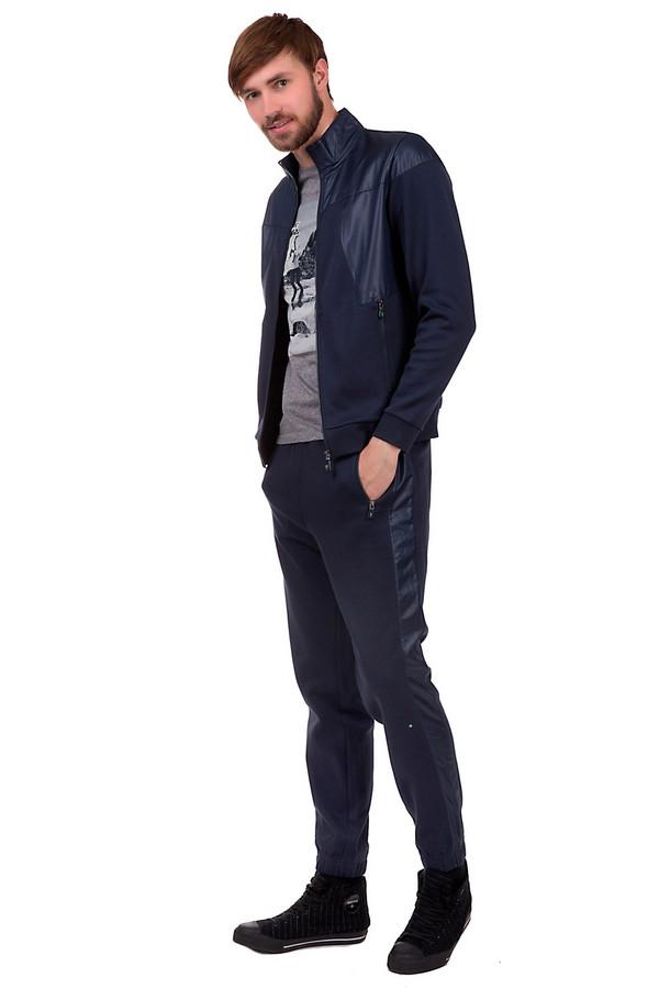 Спортивные брюки Boss GreenСпортивные брюки<br>Спортивные брюки для мужчин, от бренда Boss Green. Это брюки слегка зауженные к низу, дополненные резинкой на поясе, резинками снизу, двумя боковыми карманами на застежке-молнии, а также одним задним карманом. Изделие выполнено в темно-синем цвете из хлопка с добавлением полиамида.<br><br>Размер RU: 46<br>Пол: Мужской<br>Возраст: Взрослый<br>Материал: хлопок 94%, полиамид 6%<br>Цвет: Синий