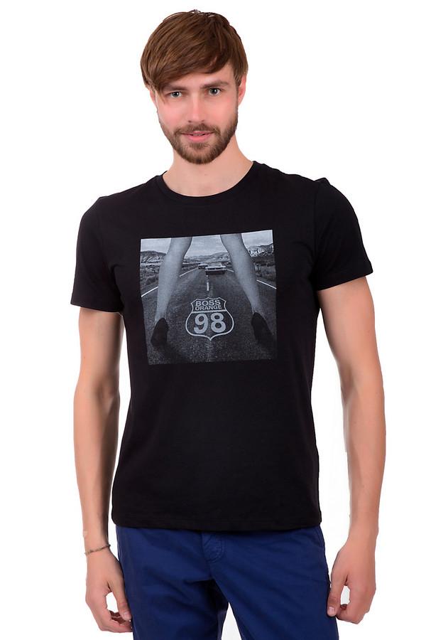 Футболкa Boss OrangeФутболки<br>Футболка для мужчин, от бренда Boss Orange. Футболка сшита из ткани черного цвета, которая на 100% состоит из хлопка. Изделие выполнено по классическому крою с круглым вырезом и рукавом длиной до середины плеча. Данная модель дополнена принтом оригинальной монохромной фотографии.<br><br>Размер RU: 46<br>Пол: Мужской<br>Возраст: Взрослый<br>Материал: хлопок 100%<br>Цвет: Серый
