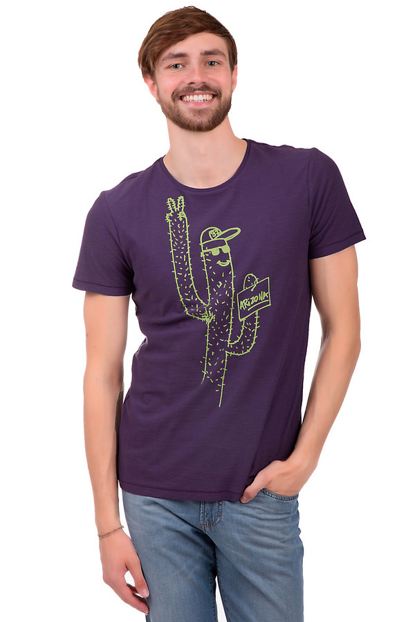 Футболкa Boss OrangeФутболки<br>Мужская футболка от бренда Boss Orange. Это футболка фиолетового цвета, с оригинальным принтом салатового цвета с рисунком кактуса. Она сшита по классическому покрою с круглым вырезом и рукавом длиной до середины плеча. Изделие выполнено из 100% хлопка.<br><br>Размер RU: 46<br>Пол: Мужской<br>Возраст: Взрослый<br>Материал: хлопок 100%<br>Цвет: Зелёный