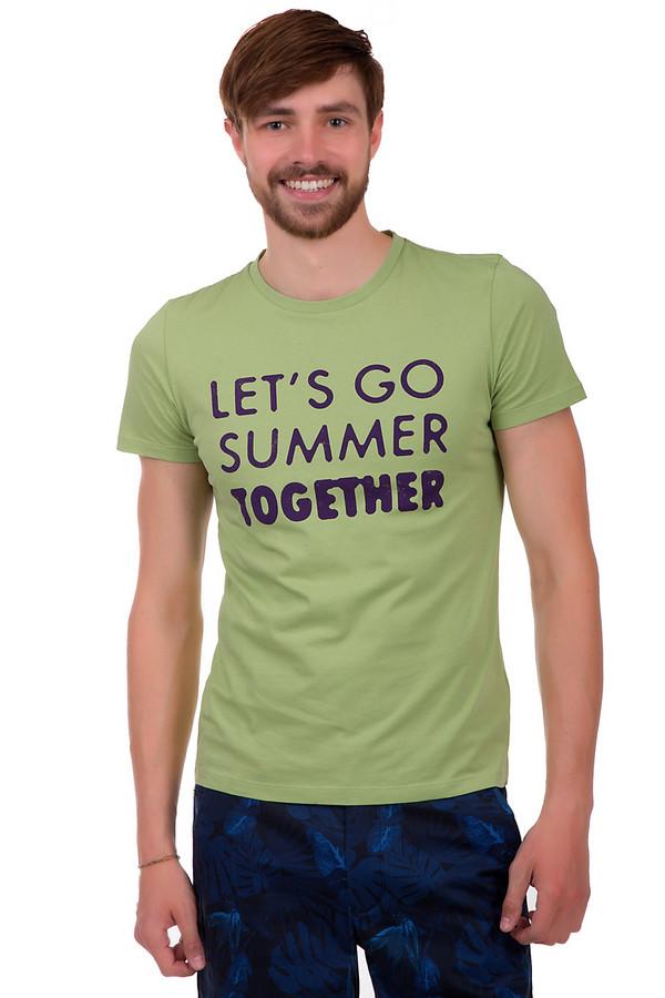 Футболкa Boss OrangeФутболки<br>Мужская футболка от известного бренда Boss Orange. Изделие пошито из 100% хлопка по классическому покрою с круглым вырезом и рукавом длиной до середины плеча. Эта футболка представлена в светло-зеленом цвете с оригинальной надписью на груди.<br><br>Размер RU: 56<br>Пол: Мужской<br>Возраст: Взрослый<br>Материал: хлопок 100%<br>Цвет: Зелёный