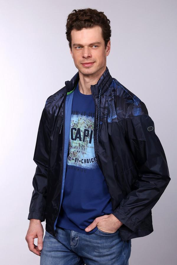 Куртка Boss GreenКуртки<br>Куртка Boss Green - изделие из разряда спортивных курток. Выполнена из полиамида. Удобство фасона и качество позволяет не быть стесненным в движениях и обеспечивает легкость. Застёгивается на молнию по центру. Шнурок позволяет регулировать плотность облегания шеи воротником. Изделие дополнено интересным узором цвета «синий металлик» на плечах.<br><br>Размер RU: 48<br>Пол: Мужской<br>Возраст: Взрослый<br>Материал: полиамид 100%<br>Цвет: Синий