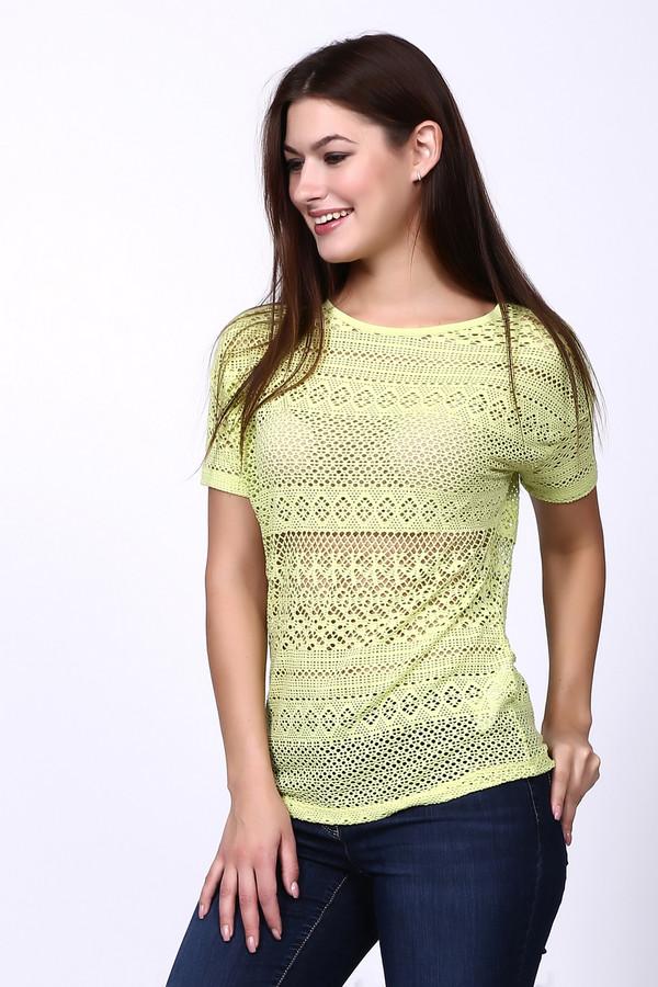Футболка Betty BarclayФутболки<br>Стильная женская футболка Betty Barclay желтого цвета. Это изделие было выполнено из эластана, вискозы и полиэстера. Эта модель предназначена для летнего сезона. Она дополнена интересными разнообразными узорами. Рукава футболки слегка удлинены. Хорошо сочетается как с брюками, так и с юбками.