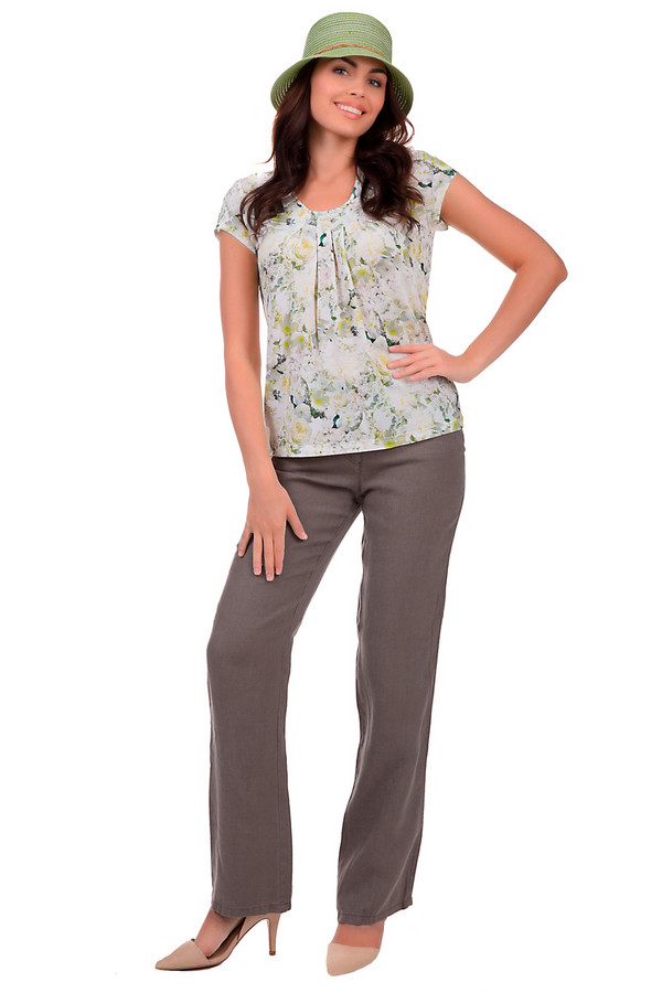 Брюки MicheleБрюки<br>Натуральные льняные брюки от бренда Michele относятся к деловому стилю одежды. Цвет изделия – коричневый. Классический прямой покрой позволяет модели сочетаться практически с любым «верхом» и отлично вписываться как в офисный пресс-код, так и в повседневный стиль. Предназначены брюки для ношения в летнее время. Изделие дополнено четырьмя карманами и пуговичной застёжкой. Произведено в Македонии.<br><br>Размер RU: 52<br>Пол: Женский<br>Возраст: Взрослый<br>Материал: лен 100%<br>Цвет: Коричневый
