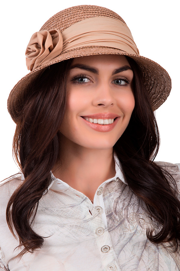 Шляпа SeebergerШляпы<br>Оригинальная шляпа от бренда Seeberger бежевого цвета. Сделана полностью из соломы. Модель предназначена для теплой летней погоды. Эта шляпа широкополая. Дополнена тканевой вставкой с металлической деталью. Защитит от влияния ультрафиолетовых лучей. Шляпа сочетается с разными стилями. Придаст летнему образу нежности.<br><br>Размер RU: один размер<br>Пол: Женский<br>Возраст: Взрослый<br>Материал: солома 100%<br>Цвет: Бежевый