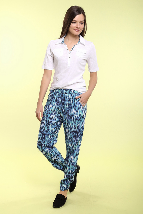 Брюки Betty BarclayБрюки<br>Оригинальные яркие брюки от немецкого бренда Betty Barclay из легкой ткани. Эти брюки сшиты из материала, который на 100% состоит из приятной на ощупь вискозы. Данная модель представлена в белом цвете с необычным леопардовом принтом в бирюзово-черном цвете. Это брюки с высокой талией на резинке. В комплект к брюкам можно приобрести  футболку Betty Barclay .<br><br>Размер RU: 48<br>Пол: Женский<br>Возраст: Взрослый<br>Материал: вискоза 100%<br>Цвет: Разноцветный
