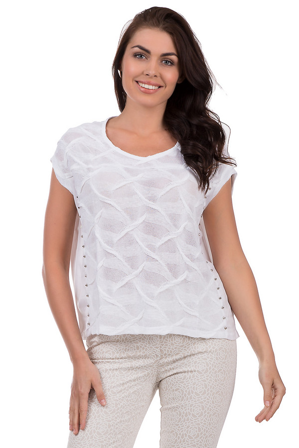 Блузa MonariБлузы<br>Свободная блуза от бренда Monari из вискозы и льна. Предназначена для ношения летом. Впишется одновременно в деловой и повседневный стиль. Изделие дополнено: круглым воротом, короткими рукавами и интересной волнообразной фактурой на груди, а также едва заметными декоративными «шпиками» из металла.<br><br>Размер RU: 44<br>Пол: Женский<br>Возраст: Взрослый<br>Материал: вискоза 35%, лен 65%<br>Цвет: Белый