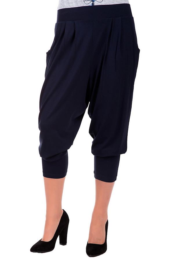 Брюки Via AppiaБрюки<br>Женские брюки –галифе от бренда Via Appia темно-синего цвета обладают одновременно дерзким и лаконичным дизайном. Предназначены для ношения в летнее время. В брюках имеются два кармана. Материал изделия – вискоза и эластан. Изделие дополнено стильными манжетами на ногах.<br><br>Размер RU: 54<br>Пол: Женский<br>Возраст: Взрослый<br>Материал: вискоза 90%, эластан 10%<br>Цвет: Синий