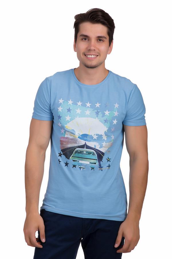 Футболкa Boss OrangeФутболки<br>Футболка для мужчин, от бренда Boss Orange. Это футболка голубого цвета со строчкой голубой нитью на рукавах, дополненная принтом в стиле поп-арт с изображением дороги. Данная футболка приталенного кроя, с рукавом длиной до середины плеча, а также круглым вырезом. Изделие пошито из 100% хлопка.<br><br>Размер RU: 48<br>Пол: Мужской<br>Возраст: Взрослый<br>Материал: хлопок 100%<br>Цвет: Разноцветный