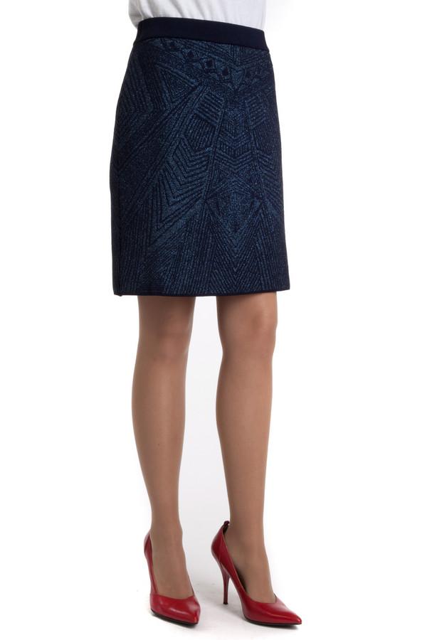 Юбка PezzoЮбки<br>Оригинальная темно-синяя юбка Pezzo прямого кроя с абстрактным принтом. Изделие дополнено эластичной резинкой на талии.<br><br>Размер RU: 48<br>Пол: Женский<br>Возраст: Взрослый<br>Материал: эластан 2%, полиэстер 15%, полиамид 38%, вискоза 38%, металл 7%<br>Цвет: Чёрный