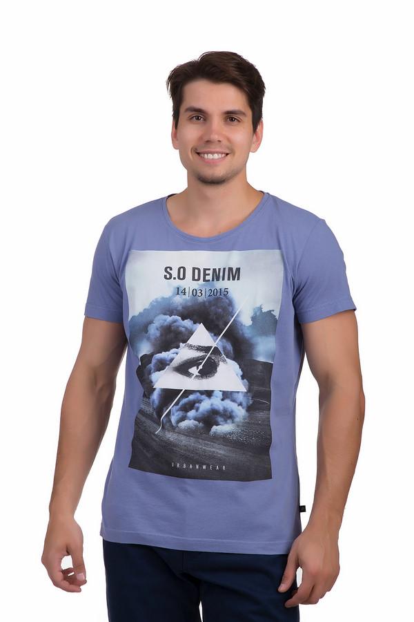 Футболкa s.Oliver DENIMФутболки<br>Стильная футболка от немецкого бренда s.Oliver прямого кроя выполнена из приятного к телу хлопкового материала синего цвета. Изделие дополнено круглым вырезом и короткими рукавами до середины плеча. Футболка оформлена оригинальных фотопринтом в черно-белой гамме с названием бренда.<br><br>Размер RU: 46-48<br>Пол: Мужской<br>Возраст: Взрослый<br>Материал: хлопок 100%<br>Цвет: Разноцветный