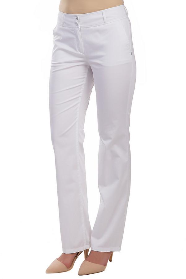 Брюки Betty BarclayБрюки<br>Стильные женские брюки Betty Barclay белого цвета. Данная модель была сделана из эластана хлопка. Брюки предназначены для летнего сезона. Они дополнены шлевками для ремня, боковыми карманами, застежкой на молнии и на две металлические пуговицы. Такие брюки будут акцентом в летнем образе.<br><br>Размер RU: 50<br>Пол: Женский<br>Возраст: Взрослый<br>Материал: эластан 4%, хлопок 96%<br>Цвет: Белый