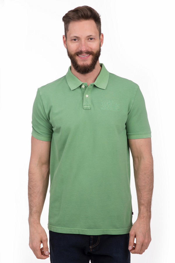 Поло Tom TailorПоло<br>Стильное мужское поло Tom Tailor зеленого цвета. Это изделие было выполнено из натурального хлопка. Данная модель предназначена для летнего сезона. Дополнено вышитой надписью. Поло застегивается сверху с помощью двух белых пуговиц. Это отличное решение для повседневного образа. Сочетается с одеждой разных цветов.<br><br>Размер RU: 52-54<br>Пол: Мужской<br>Возраст: Взрослый<br>Материал: хлопок 100%<br>Цвет: Зелёный