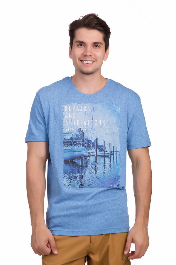 Футболкa Tom TailorФутболки<br>Светло-синяя футболка от немецкого бренда Tom Tailor выполнена из приятной на ощупь ткани. Модель прямого кроя. Изделие дополнено круглым вырезом и короткими рукавами. Футболка декорирована надписями и летним фотопринтом с эффектом состаренности и потертостями.<br><br>Размер RU: 46-48<br>Пол: Мужской<br>Возраст: Взрослый<br>Материал: хлопок 60%, полиэстер 40%<br>Цвет: Разноцветный